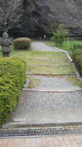 石人山古墳への道