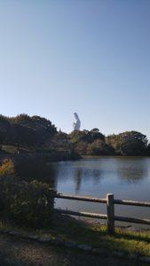 浦山公園池からの観音像