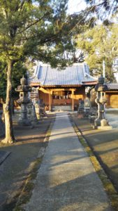 玉垂命神社狛犬遠景