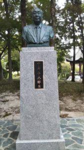 久留米中島平太郎像