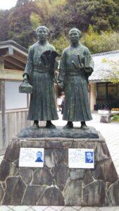 道の駅萩銅像1